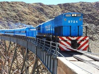 Train dans les nuages près de Salta